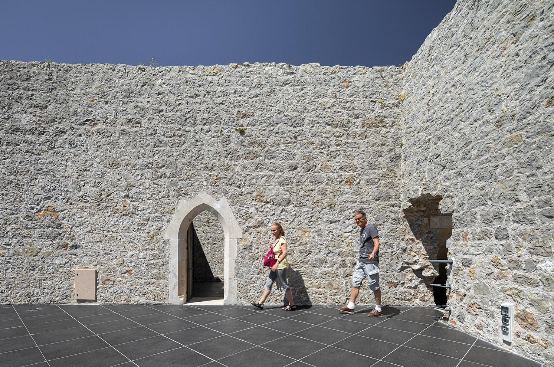Castelo de Porto de Mós - Slabstone - Outdoor