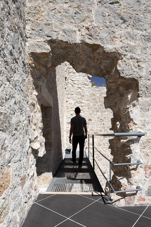 Castelo de Porto de Mós - Slabstone - Passagem